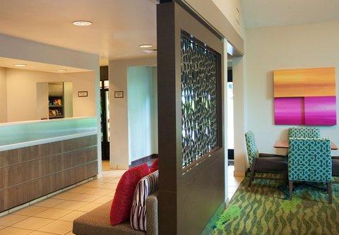 居住馆由万豪波特兰北温哥华酒店 - Front Desk