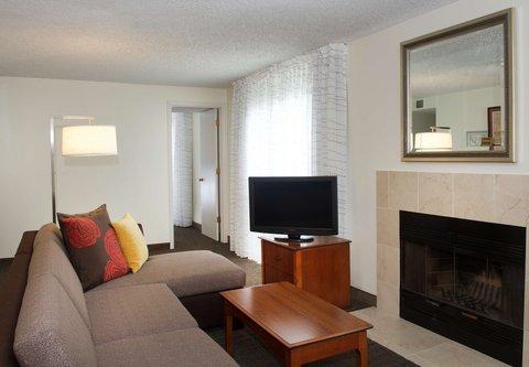 居住馆由万豪波特兰北温哥华酒店 - One-Bedroom Suite - Living Area