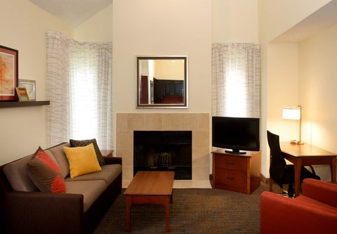居住馆由万豪波特兰北温哥华酒店 - Two-Bedroom Penthouse Suite Living Area