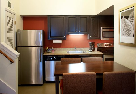 居住馆由万豪波特兰北温哥华酒店 - Two-Bedroom Penthouse Suite Kitchen