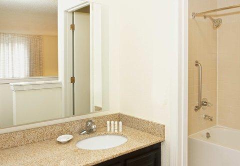 居住馆由万豪波特兰北温哥华酒店 - Two-Bedroom Penthouse Suite Bathroom