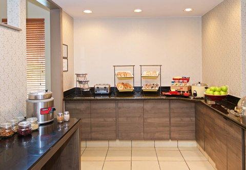 居住馆由万豪波特兰北温哥华酒店 - Breakfast Buffet