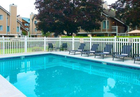 居住馆由万豪波特兰北温哥华酒店 - Outdoor Pool