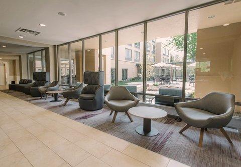 Courtyard Nashua - Lobby Seating Area