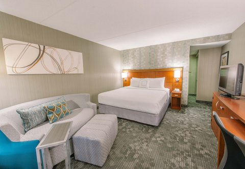 Courtyard Nashua - King Guest Room