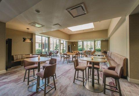 Courtyard Nashua - Dining Area