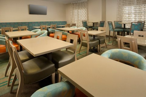 Holiday Inn Express & Suites DFW-GRAPEVINE - Breakfast Area