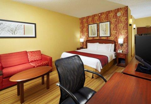 Courtyard Altoona - King Guest Room