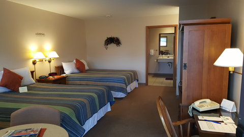 The Plaza Motel - Room
