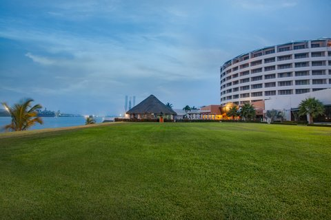 Crowne Plaza Tuxpan Hotel - Garden