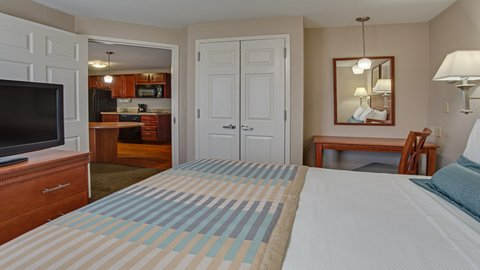 Candlewood Suites FT. LAUDERDALE AIRPORT/CRUISE - One Bedroom Queen Suite