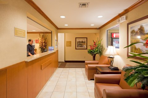 Candlewood Suites FT. LAUDERDALE AIRPORT/CRUISE - Candlewood Suites Hotel Fort Lauderdale Airport - Lobby