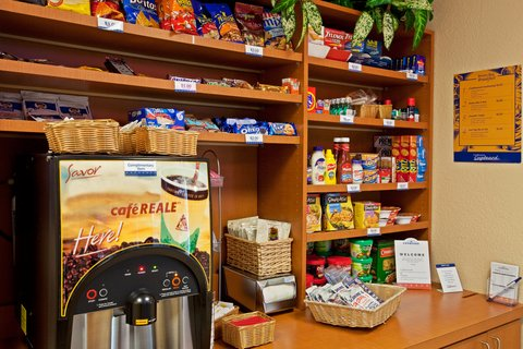 Candlewood Suites FT. LAUDERDALE AIRPORT/CRUISE - Candlewood Cupboard
