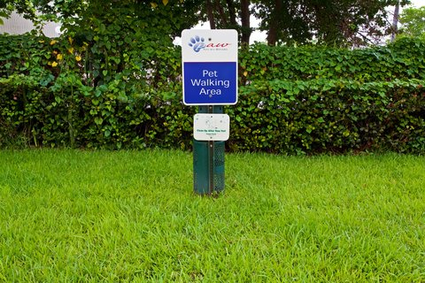 Candlewood Suites FT. LAUDERDALE AIRPORT/CRUISE - Pet Walking area