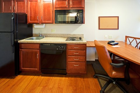 Candlewood Suites FT. LAUDERDALE AIRPORT/CRUISE - Candlewood Suites Hotel Fort Lauderdale Airport