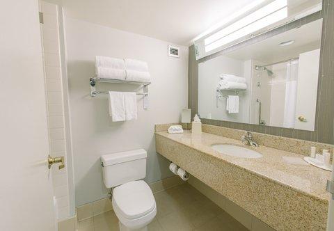 Courtyard Nashua - Guest Bathroom