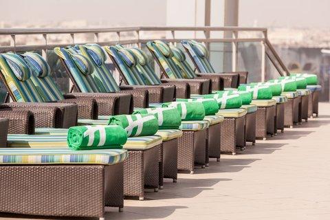 فندق هوليدي ان البرشا - Stay relaxed in our rooftop lap pool