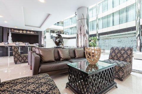 فندق هوليدي ان البرشا - Relax in our Lounge Barsha after a long day at work