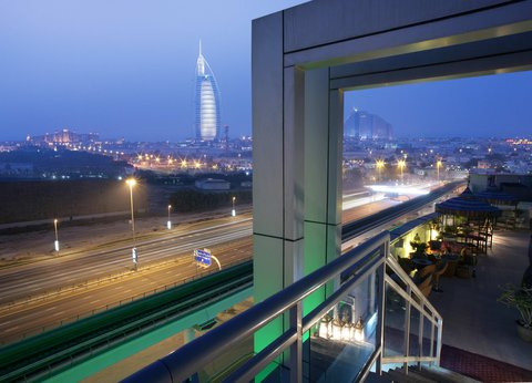 فندق هوليدي ان البرشا - Dubai s lavish skyline from Holiday Inn Dubai - Al Barsha rooftop