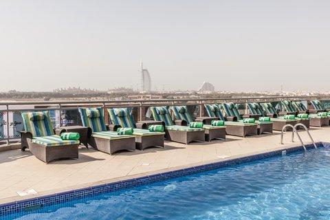 فندق هوليدي ان البرشا - Start your day with a refreshing swim in our rooftop lap pool