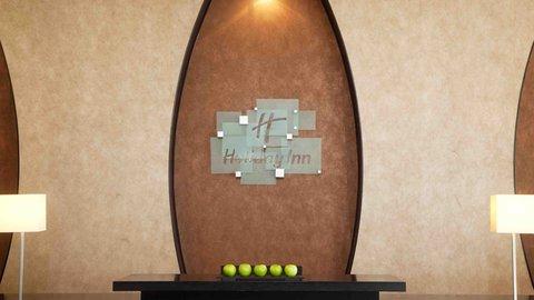 فندق هوليدي ان البرشا - A warm welcome from Front Desk