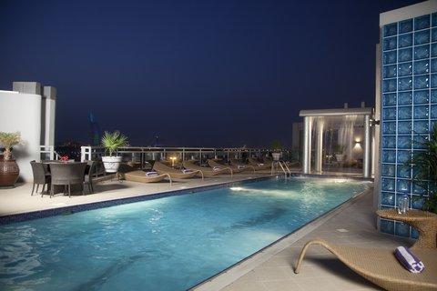 فندق هوليدي ان البرشا - Get fit in the swimming pool at Holiday Inn Dubai - Al Barsha