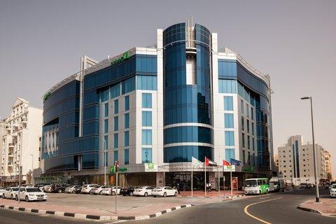 فندق هوليدي ان البرشا - Convenient location on Sheikh Zayed Road