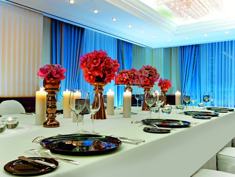 The Ritz-Carlton, Berlin - Conference dinner setup