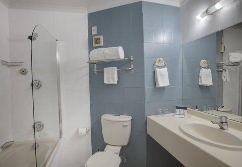 PH Outeniqua - Superior Guest Bathroom