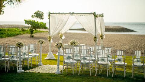 Holiday Inn Resort Baruna Bali - Bali Beachfront Wedding Set Up