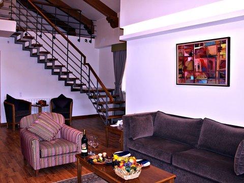 玛加尔黎巴嫩青山温泉度假洲际酒店 - Loft Suite