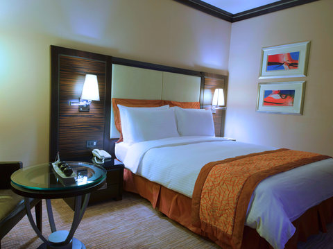 Crowne Plaza KUWAIT CITY - Holiday Inn Kuwait Al Thuraya City Queen Bed Guest Room