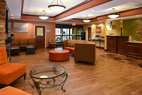 Holiday Inn Express Hotel & Suites Centerville - Hotel Lobby