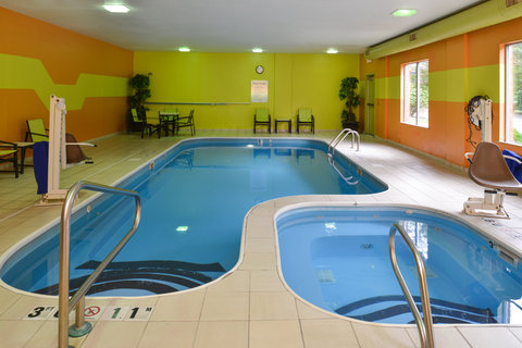 Holiday Inn Express Hotel & Suites Centerville - Swimming Pool