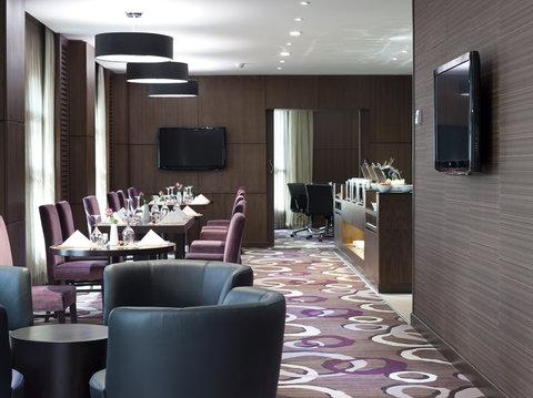 فندق كراون بلازا المدينة - Bar and Lounge