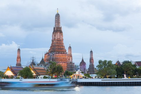 Holiday Inn Express Bangkok Sathorn - Area Attractions - Wat Arun or Temple of Dawn
