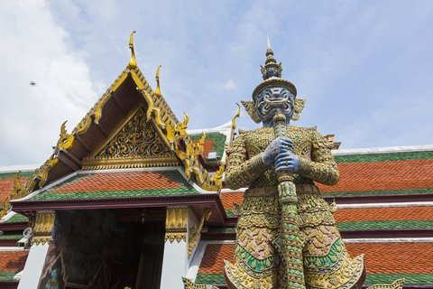 Holiday Inn Express Bangkok Sathorn - Area Attractions - Mythical Giant at Temple of the Emerald Buddha