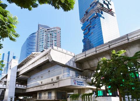 Holiday Inn Express Bangkok Sathorn - BTS Skytrain Chong Nonsi Station  only 3 minutes walk