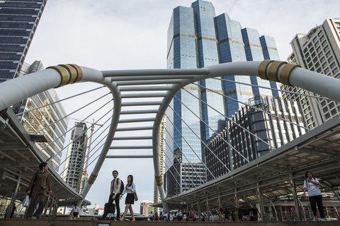 Holiday Inn Express Bangkok Sathorn - Area Attractions   BRT-BTS Sky Bridge at Chong Nonsi Station