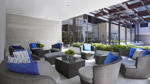 Holiday Inn Express Bangkok Sathorn - Outdoor Terrace at Holiday Inn Express Bangkok Sathorn