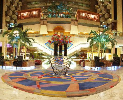 فندق كراون بلازا الكويت  - Holiday Inn Kuwait Al Thuraya City Lobby