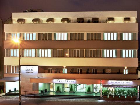 Stelle Hotel The Businest - Facciata