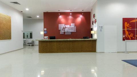 Holiday Inn Express GUADALAJARA ITESO - Front Desk