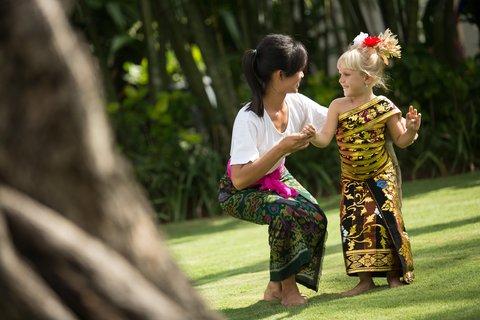 Holiday Inn Resort Baruna Bali - Balinese Dance Lesson - Holiday Inn Resort  Baruna Bali