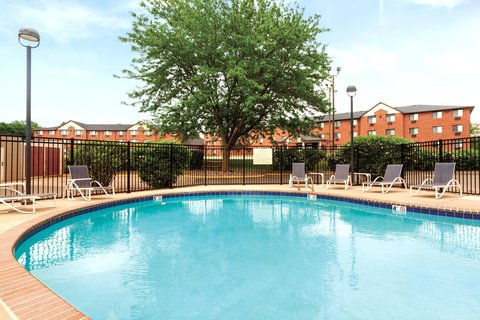 Hampton Inn Des Moines-Airport - Outdoor Swimming Pool