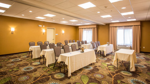 Holiday Inn Express & Suites Pocatello - Perfect for Corporate meetings