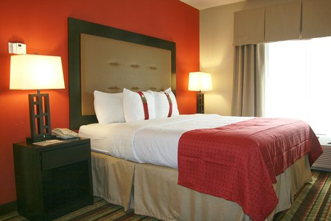 Holiday Inn Blytheville Hotel - Executive Suite Bedroom