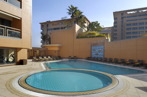 فندق هوليدي ان كريستال - Swimming Pool