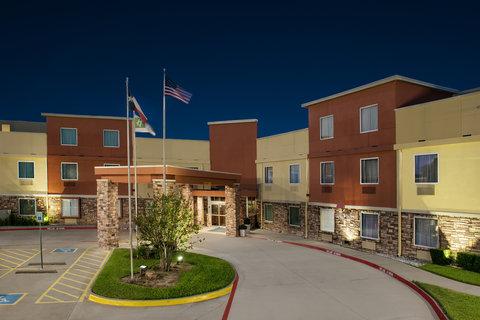 Holiday Inn Express & Suites Arlington (Six Flags Area) - Hotel Exterior