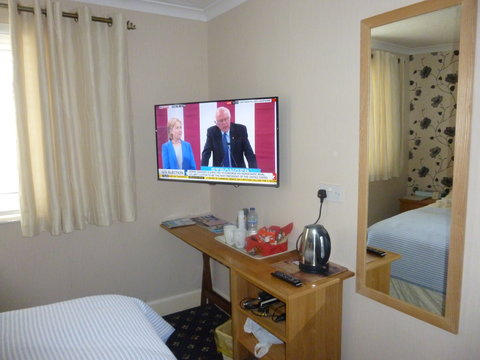 Lyme Bay House - 40  Flat Screen TV in Guest Room